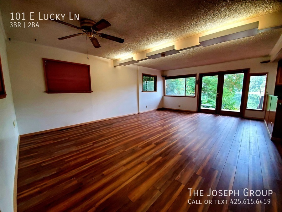 Beautiful lakefront home minutes from town! - Photo 2