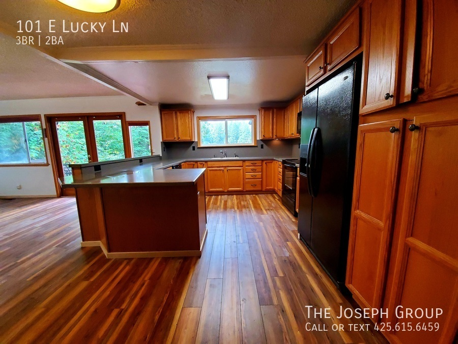 Beautiful lakefront home minutes from town! - Photo 4