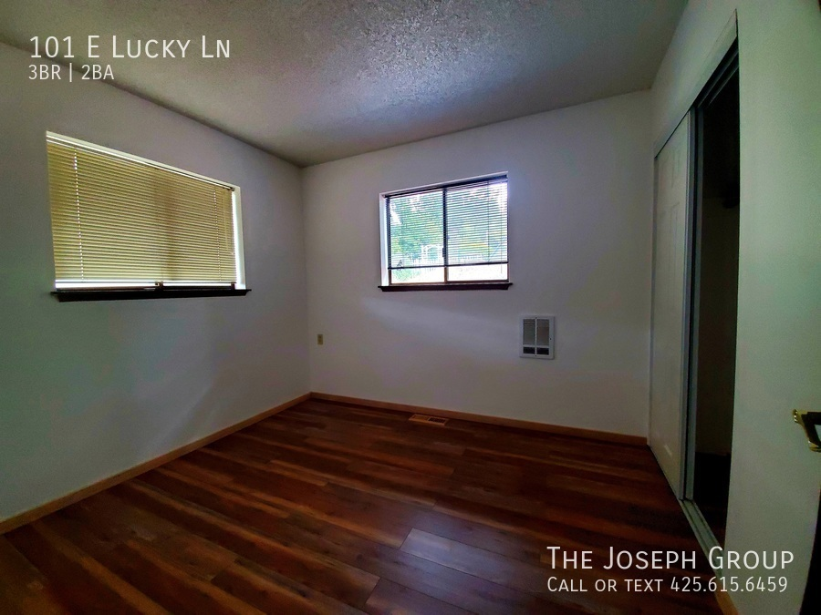 Beautiful lakefront home minutes from town! - Photo 11
