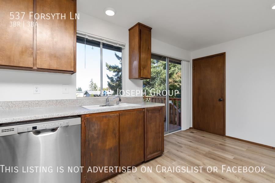 Beautiful 3 Bedroom, 3 bath home in Edmonds!  - Photo 10