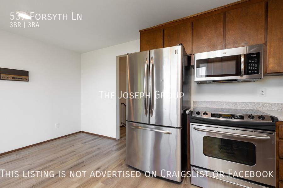 Beautiful 3 Bedroom, 3 bath home in Edmonds!  - Photo 12