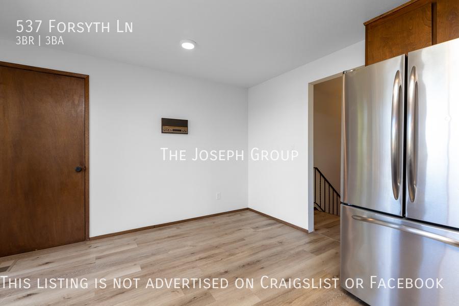 Beautiful 3 Bedroom, 3 bath home in Edmonds!  - Photo 13
