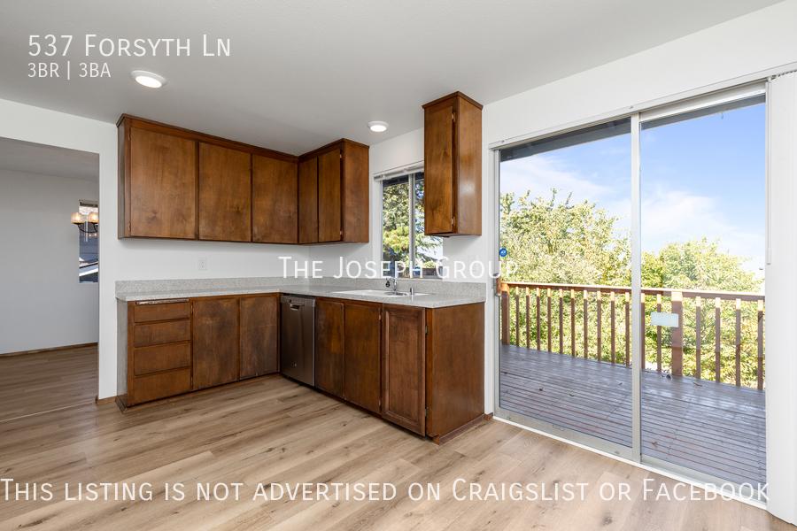 Beautiful 3 Bedroom, 3 bath home in Edmonds!  - Photo 14