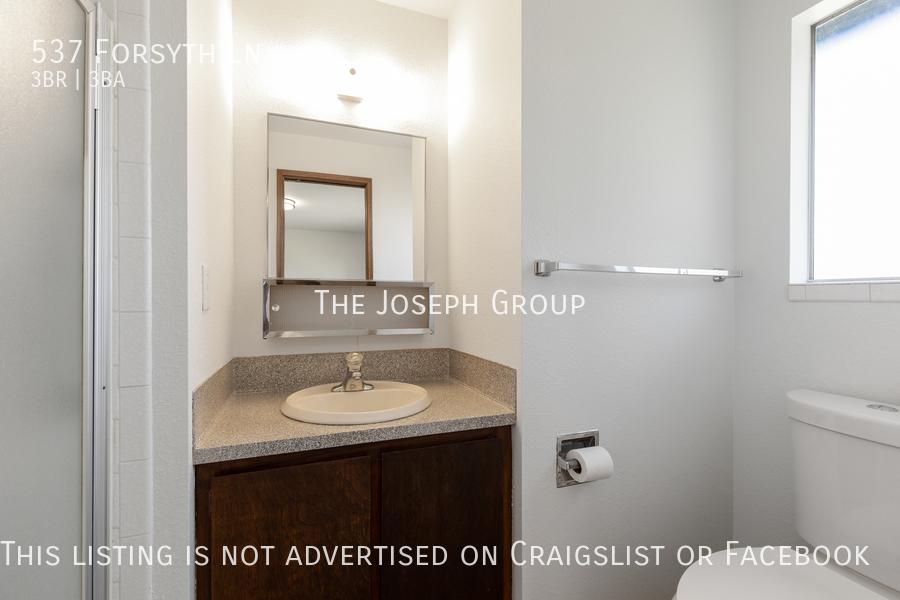 Beautiful 3 Bedroom, 3 bath home in Edmonds!  - Photo 20