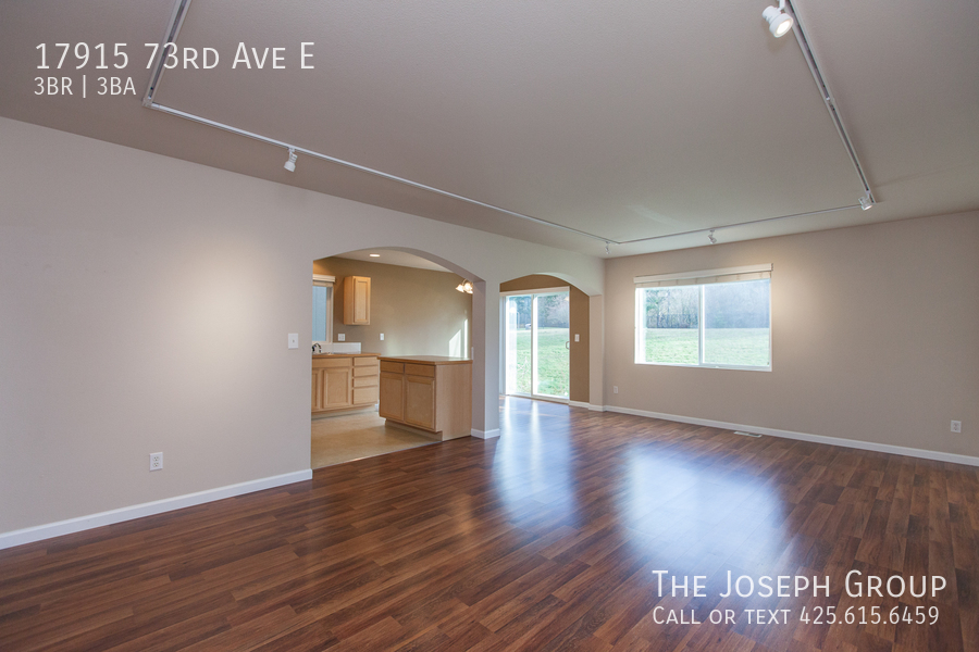 Beautiful 3/bd 2.5ba Puyallup home is move-in ready! - Photo 2