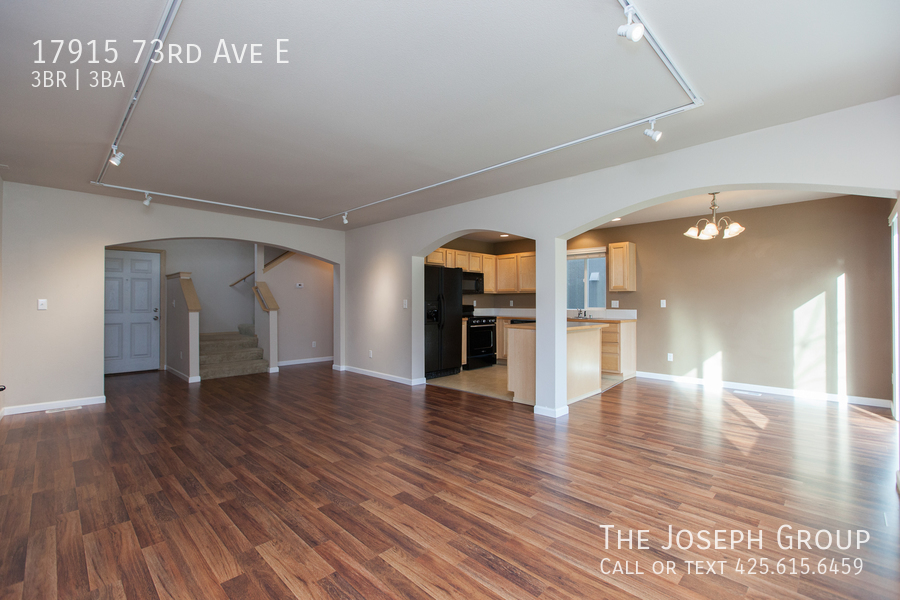 Beautiful 3/bd 2.5ba Puyallup home is move-in ready! - Photo 3