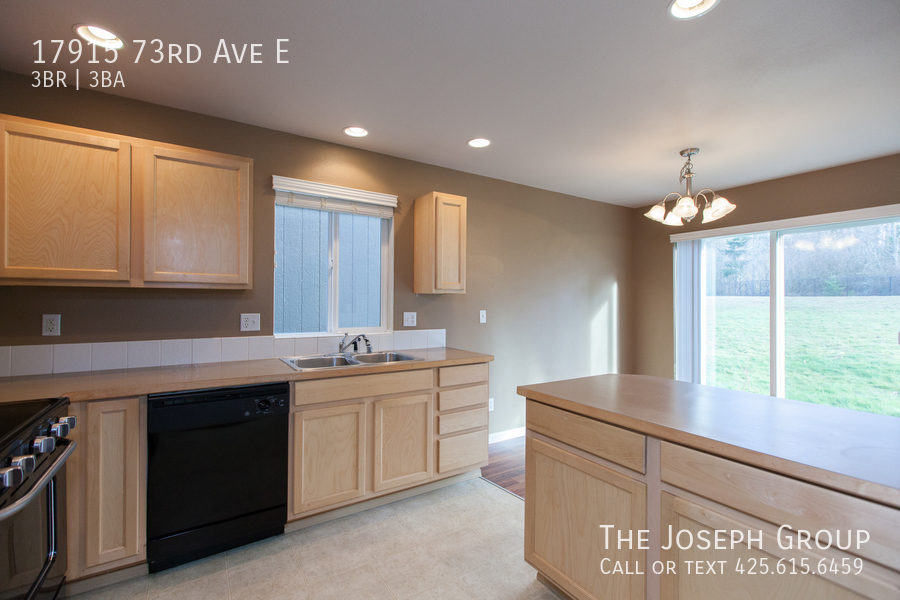 Beautiful 3/bd 2.5ba Puyallup home is move-in ready! - Photo 4