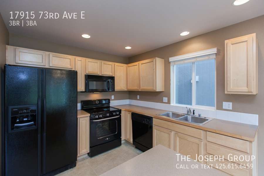 Beautiful 3/bd 2.5ba Puyallup home is move-in ready! - Photo 5