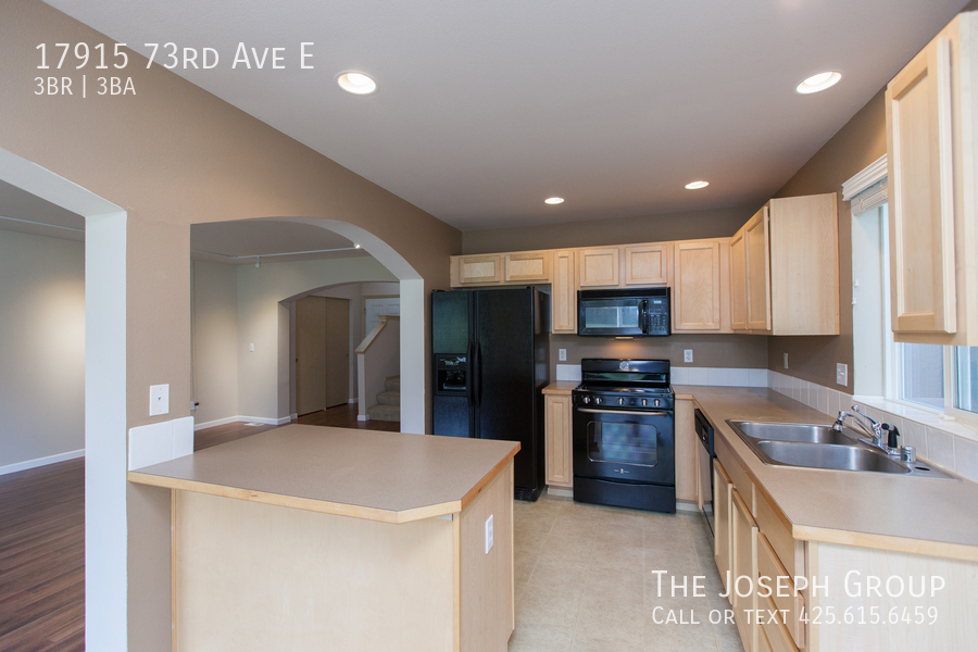 Beautiful 3/bd 2.5ba Puyallup home is move-in ready! - Photo 6