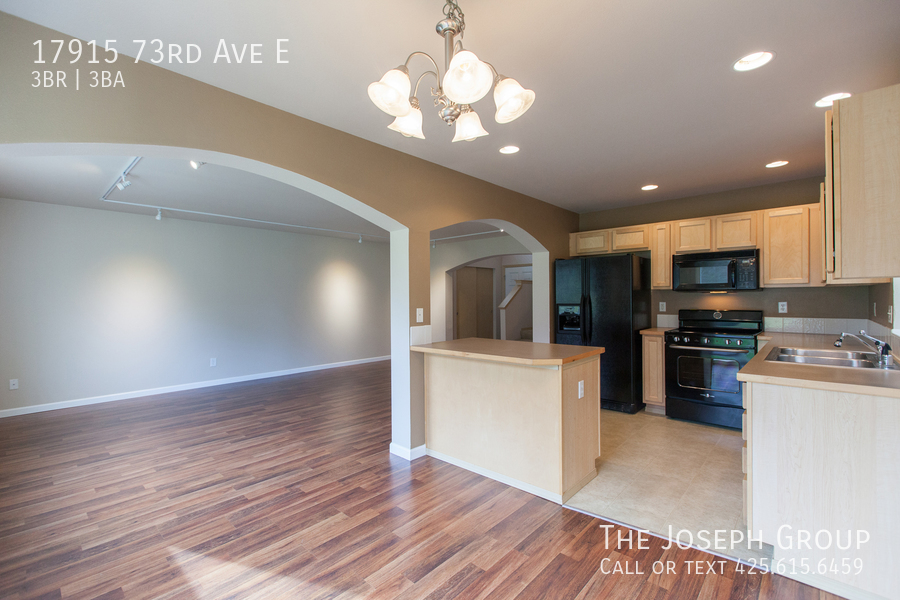 Beautiful 3/bd 2.5ba Puyallup home is move-in ready! - Photo 9