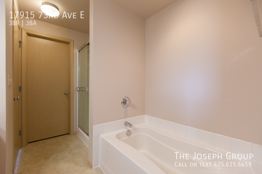 Beautiful 3/bd 2.5ba Puyallup home is move-in ready! - Photo 16
