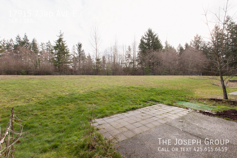 Beautiful 3/bd 2.5ba Puyallup home is move-in ready! - Photo 24