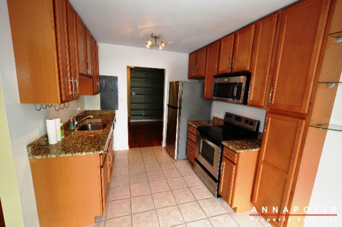 300k-hilltop-lane-id708-kitchen-bn