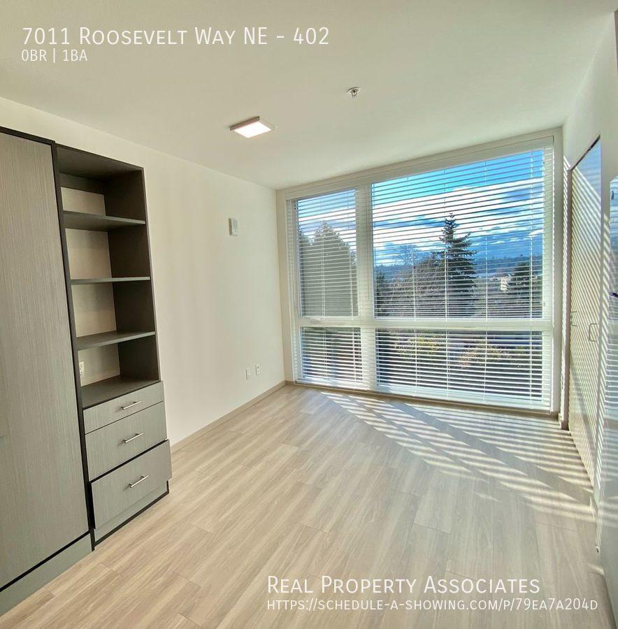 7011 Roosevelt Way NE, 402, Seattle WA 98115 - Photo 2