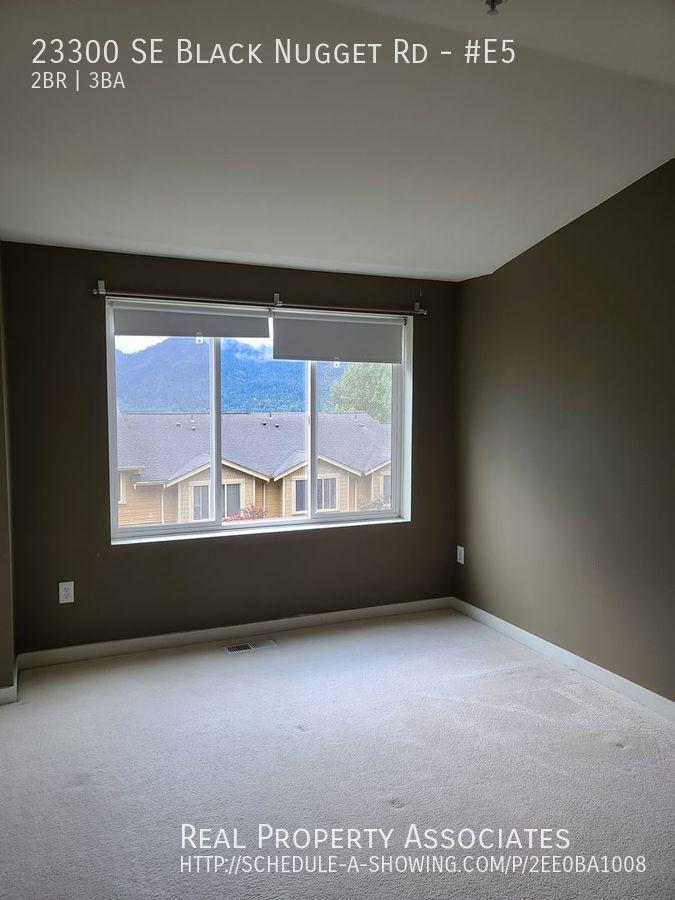 23300 SE Black Nugget Rd, #E5, Issaquah WA 98029 - Photo 3
