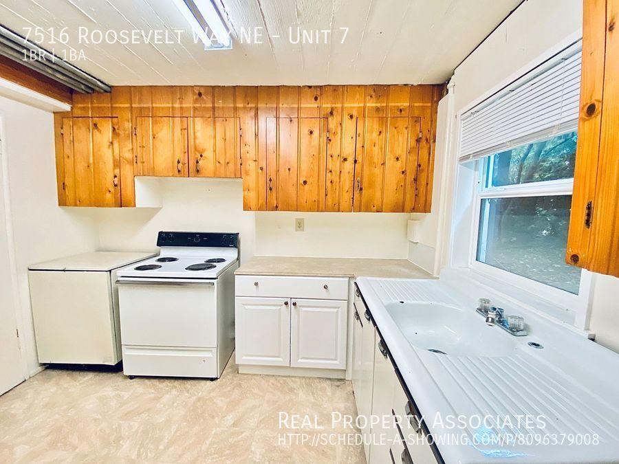 7516 Roosevelt Way NE, Unit 7,  WA 98115 - Photo 5