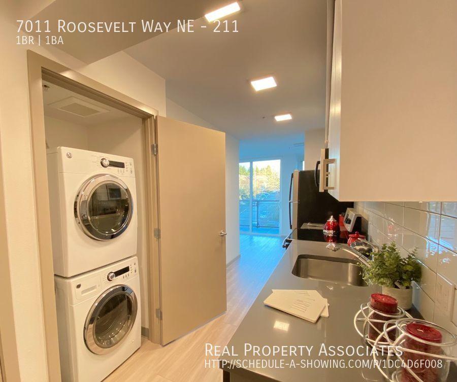 7011 Roosevelt Way NE, 211, Seattle WA 98115 - Photo 2