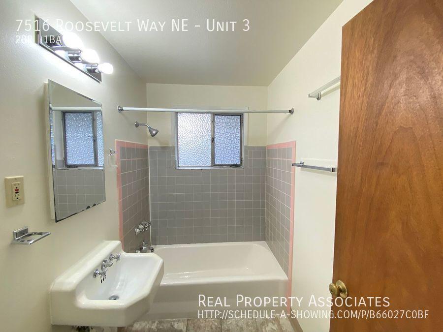 7516 Roosevelt Way NE, Unit 3,  WA 98115 - Photo 5