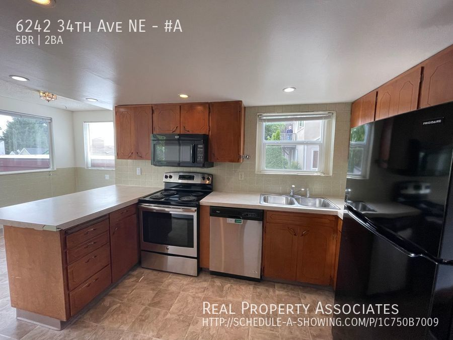 6242 34th Ave NE, #A, Seattle WA 98115 - Photo 2