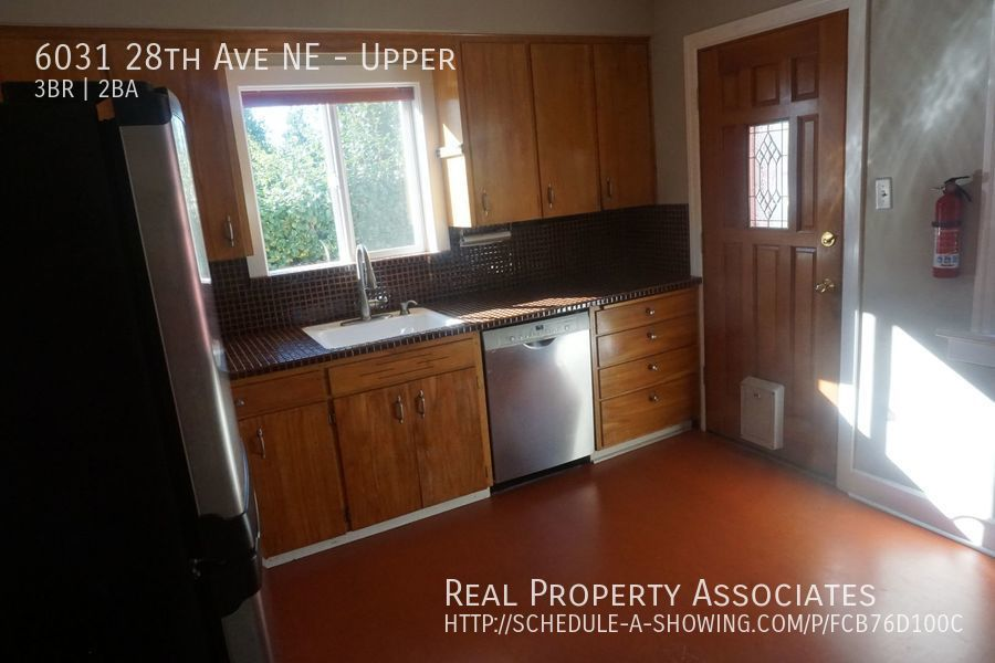 6031 28th Ave NE, Upper, Seattle WA 98115 - Photo 10