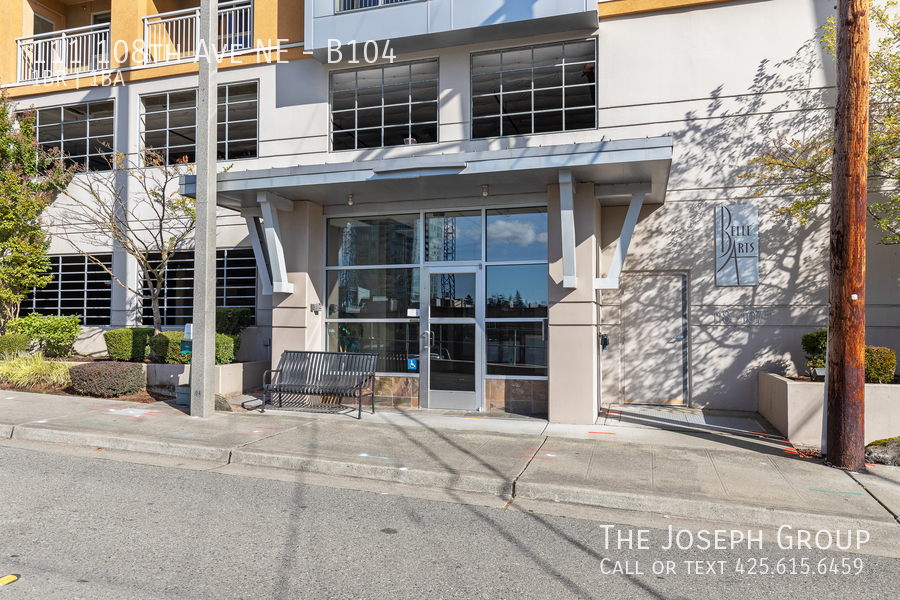 Beautiful courtyard condo nestled in the heart of downtown Bellevue! - Photo 1