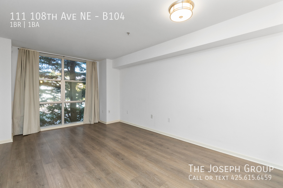 Beautiful courtyard condo nestled in the heart of downtown Bellevue! - Photo 2