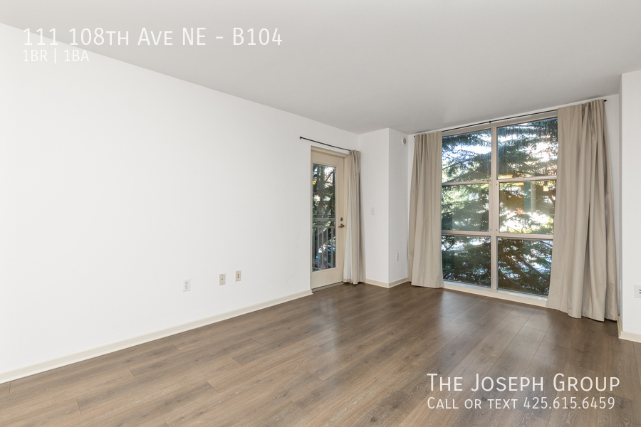 Beautiful courtyard condo nestled in the heart of downtown Bellevue! - Photo 3