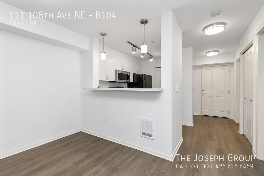 Beautiful courtyard condo nestled in the heart of downtown Bellevue! - Photo 6