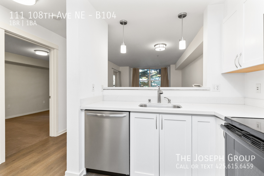 Beautiful courtyard condo nestled in the heart of downtown Bellevue! - Photo 10