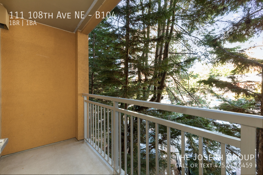 Beautiful courtyard condo nestled in the heart of downtown Bellevue! - Photo 17