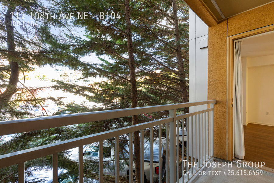 Beautiful courtyard condo nestled in the heart of downtown Bellevue! - Photo 18