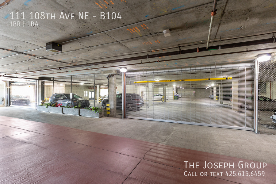 Beautiful courtyard condo nestled in the heart of downtown Bellevue! - Photo 19