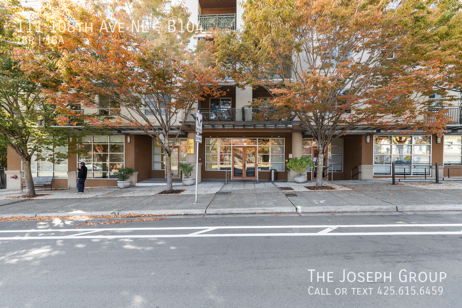 Beautiful courtyard condo nestled in the heart of downtown Bellevue! - Photo 21