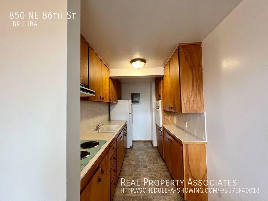850 NE 86th St,  WA 98115 - Photo 8