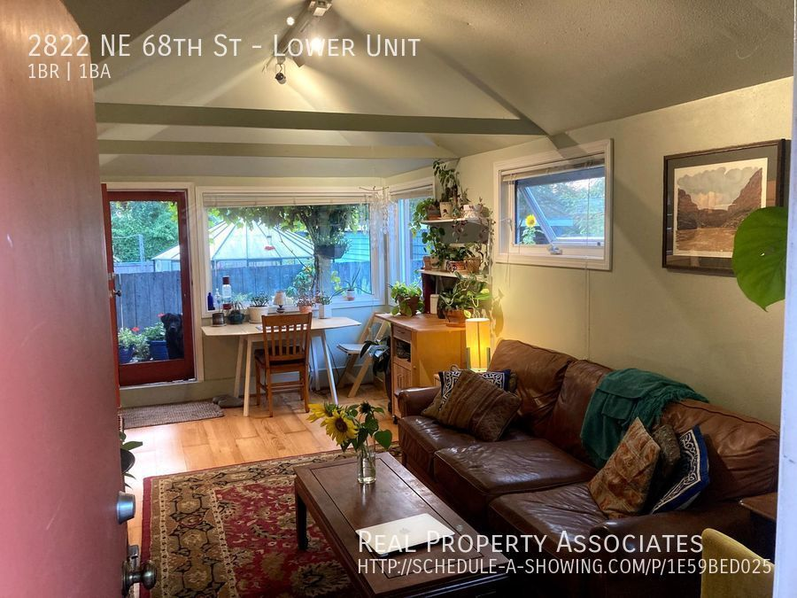 2822 NE 68th St, Lower Unit, Seattle WA 98115 Photo