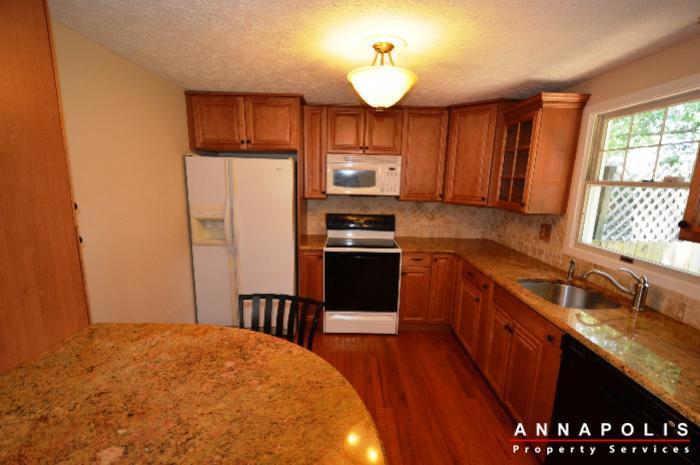 483-ruffian-court-id736-kitchen-a