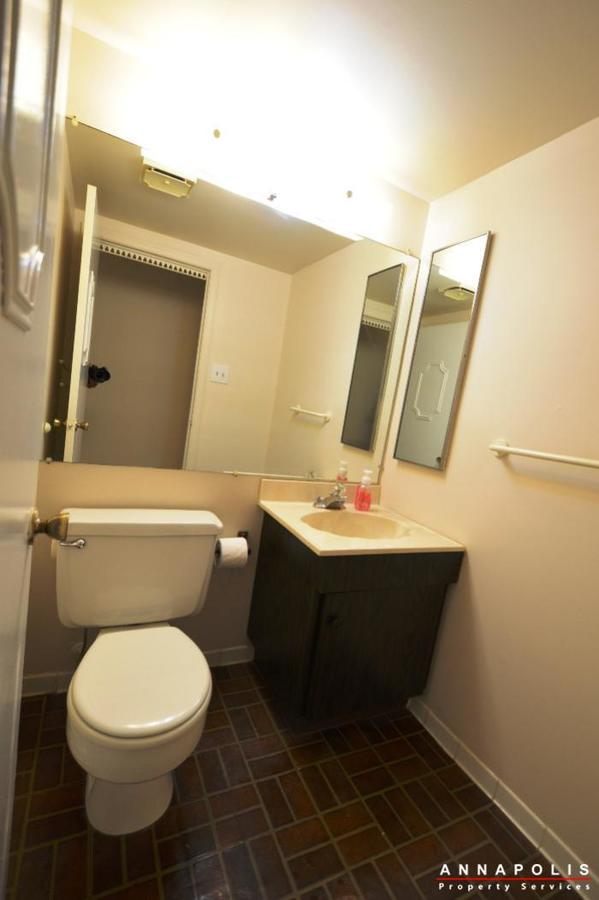 19-silverwood-ct-12-id738-half-bath-a