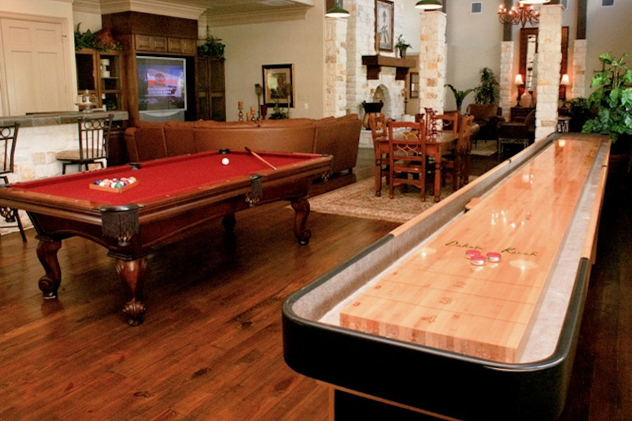 Large pool table game san marcos apartments