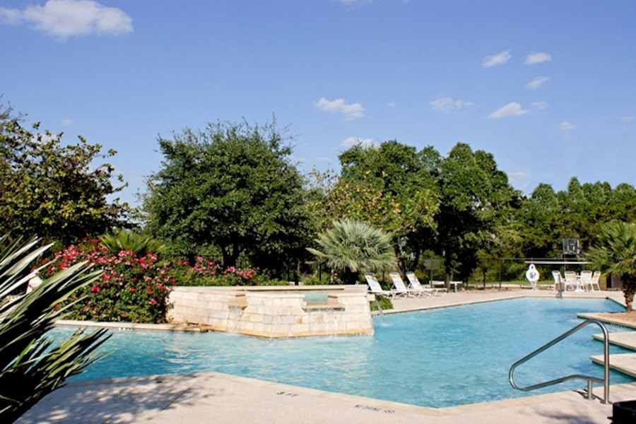 Large-swimming-pool-san-marcos-tx-apartments