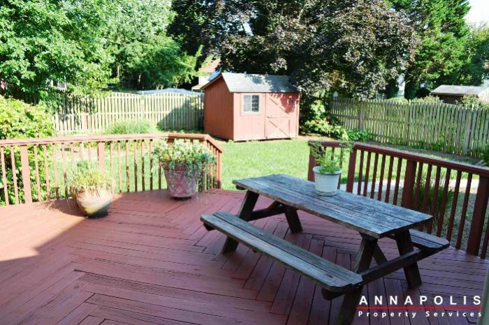 1657-canonade-court-id741-back-deck-a