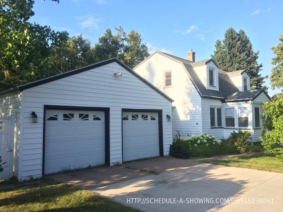 823 Grove St, Marquette, MI 49855