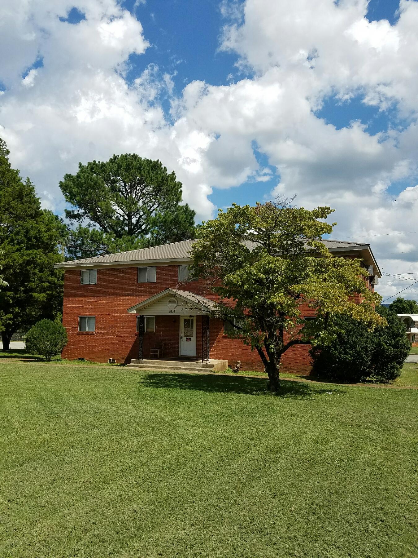 2216 Memorial Pkwy Nw, Huntsville, AL 35810