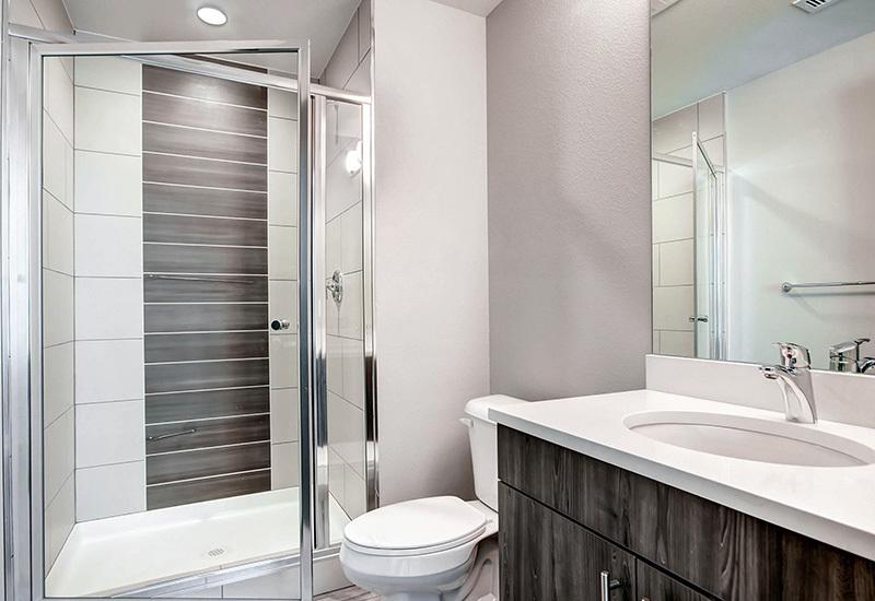 Ba detroitterraces unit103 bath2 800x550