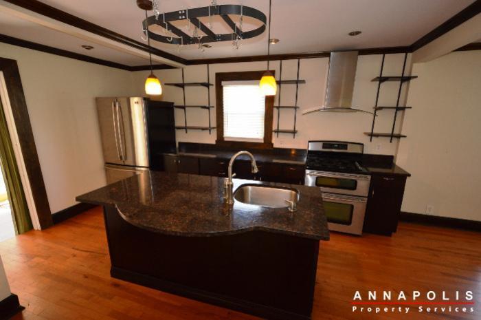 1009-tyler-ave-id752-kitchen