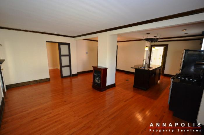 1009-tyler-ave-id752-living-room-a
