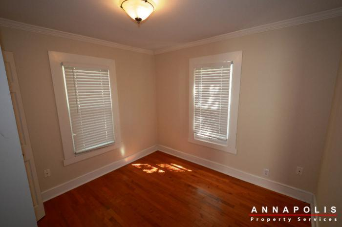 1009-tyler-ave-id752-bedroom-1a