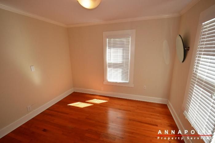 1009-tyler-ave-id752-room-2a