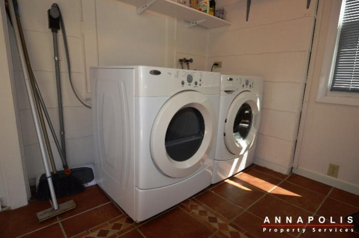 1009-tyler-ave-id752-washer-and-dryer