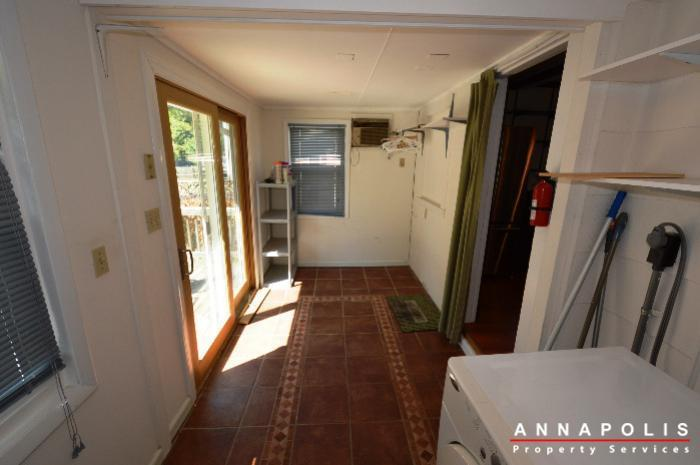 1009-tyler-ave-id752-utility-room