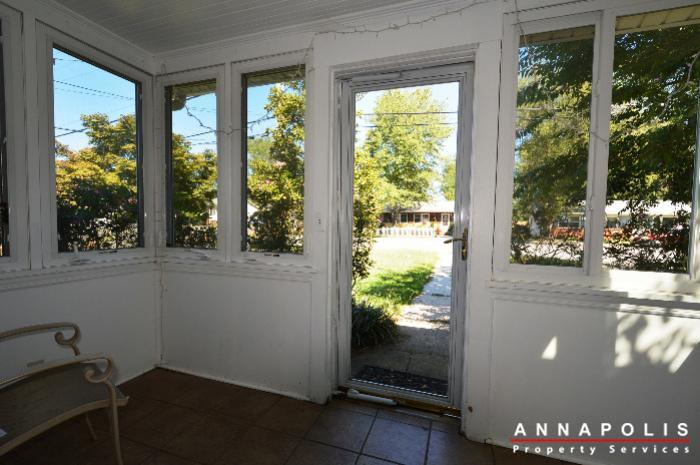 1009-tyler-ave-id752-front-porch